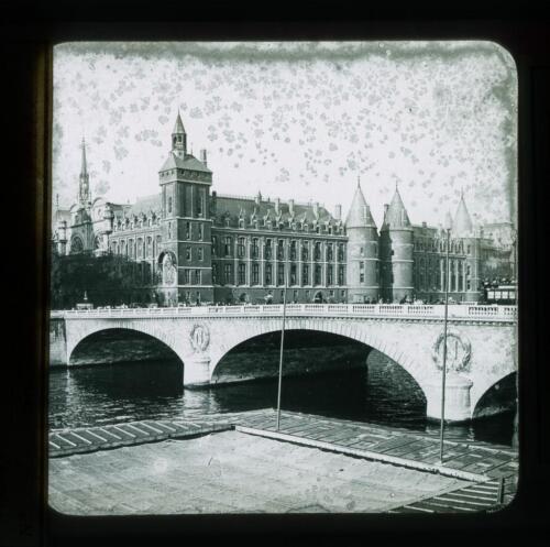 PARIS-POS-8080-007: Paris